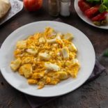 Fried eggs with butter and halloum