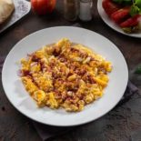 Fried eggs with butter and sumaq